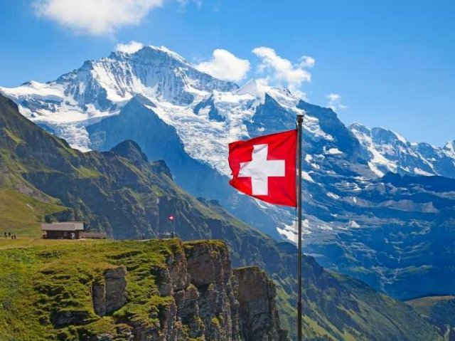 switzerland-landscape-and-flag